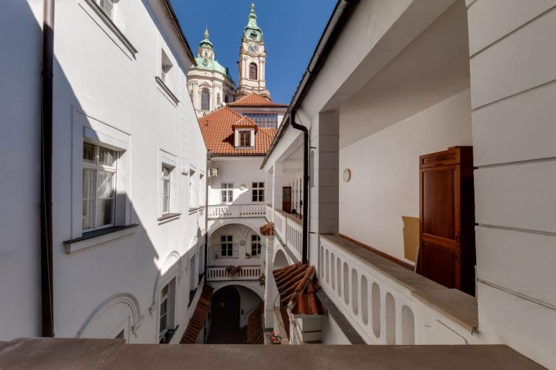 Palace Apartment protected by UNESCO – next to Charles Bridge -18