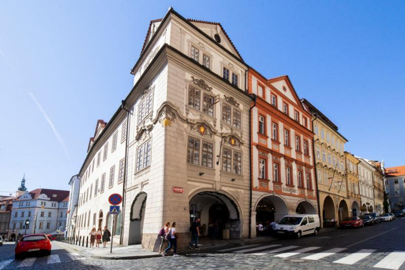 Palace Apartment protected by UNESCO – next to Charles Bridge -19